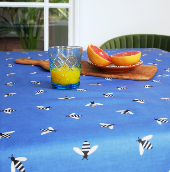 Anorak Buzzy Bee Cotton Coated Tablecloth (Blue)