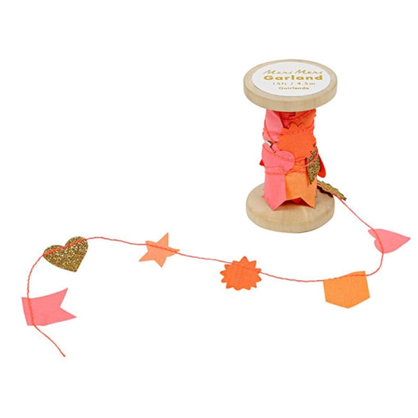 PINK GARLAND ON WOODEN SPOOL_ME155980